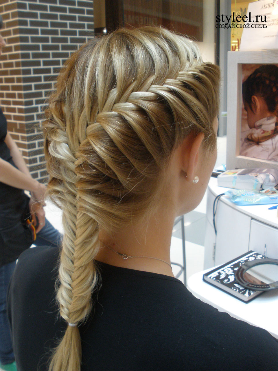 Прически с плетением кос объемные