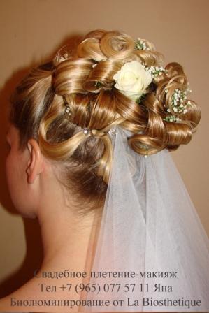 Свадебные прическа с живыми цветами