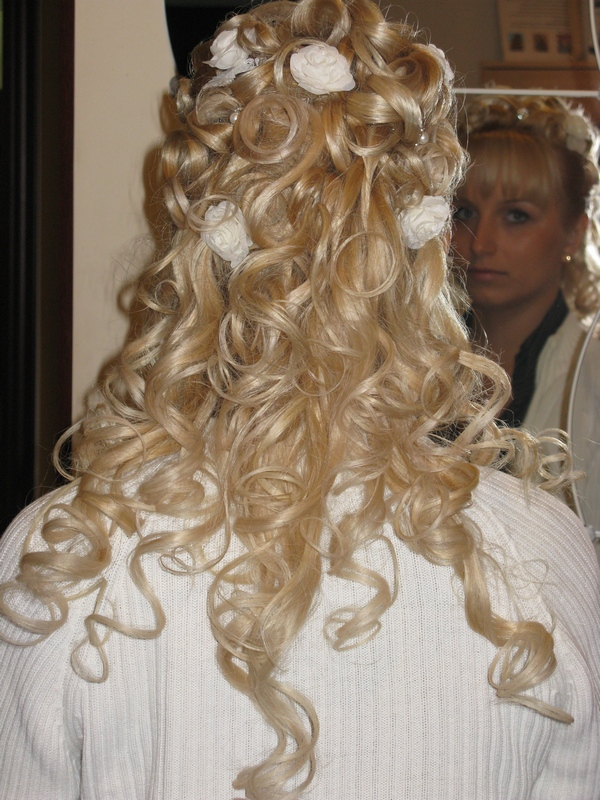Прическа на нарощенных волосах