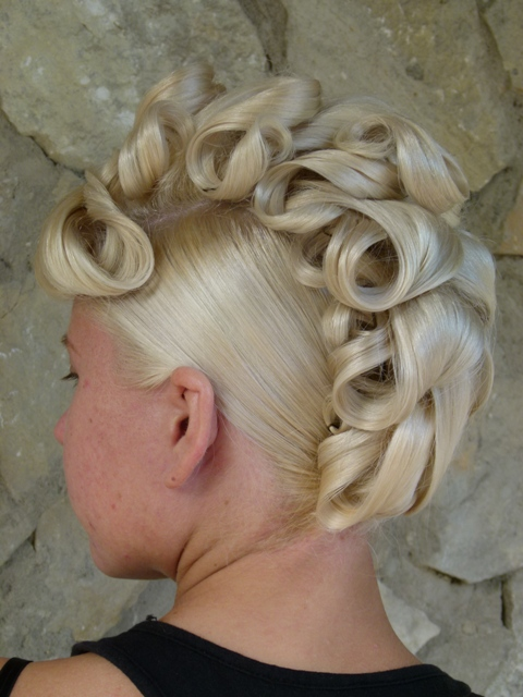 Причёска на волосы средней длины модель Таня