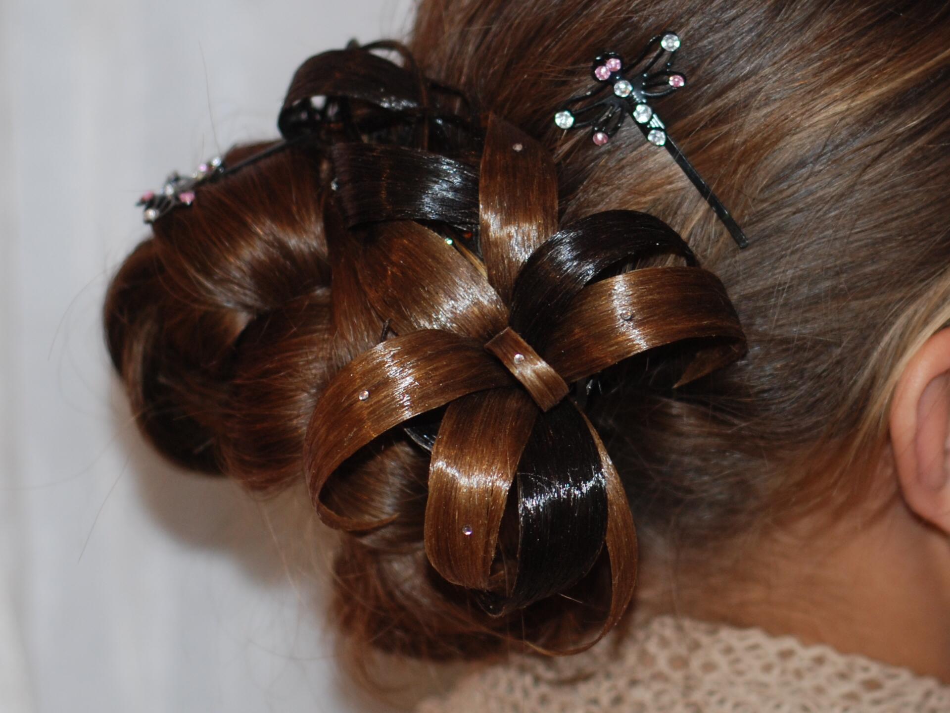 Причёски с украшениями из натуральных волос