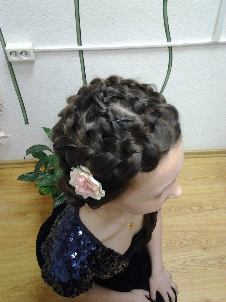 Детская прическа на основе косы 2
