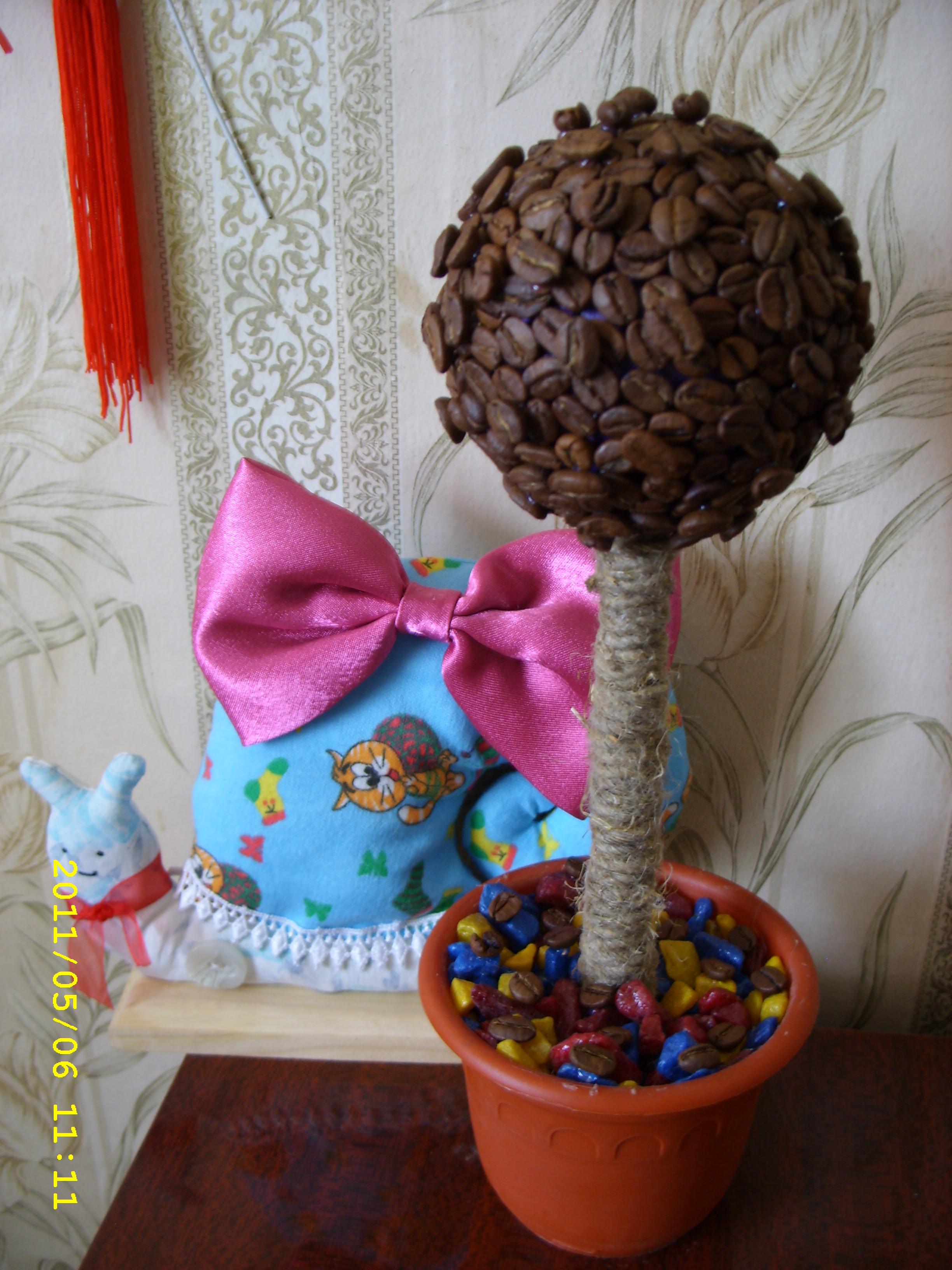 кофейное дерево и улитка