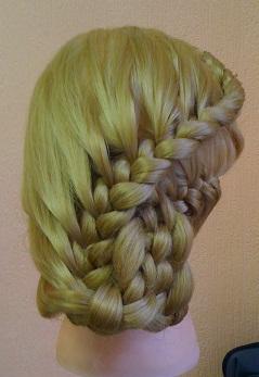 Две косы, объединённые в четырёхпрядную 2